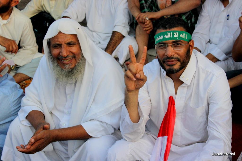 Muzulmán Testvér tüntetők 2013-ban Rabaa Al adavéjánál