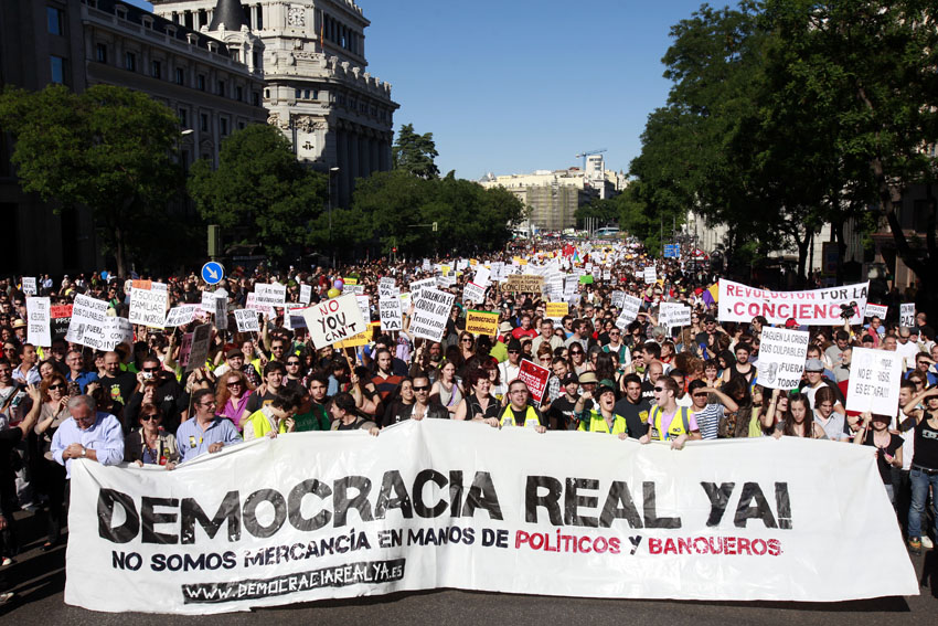 Tüntetés Madridban 2011. május 15-én: Valódi demokráciát most!