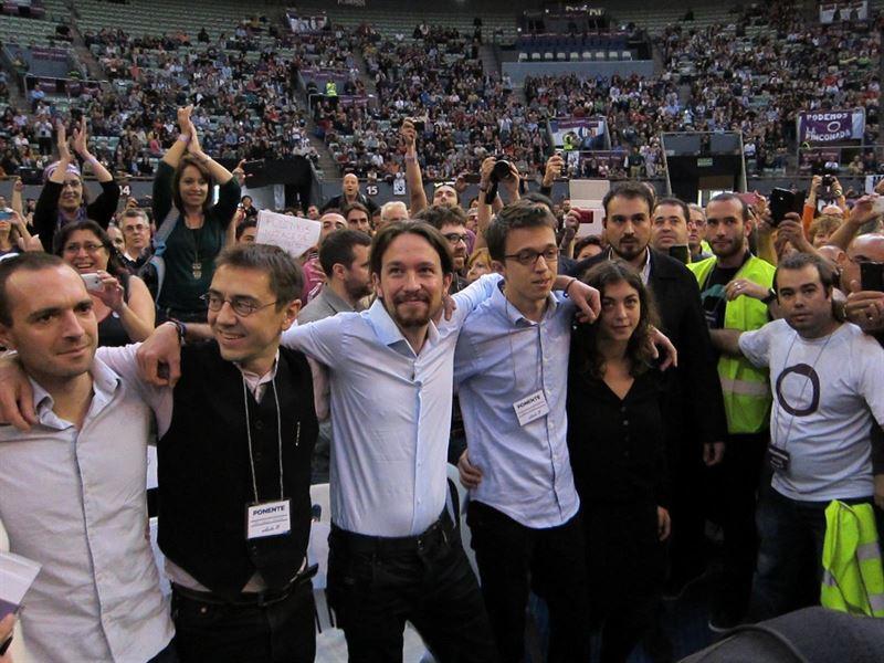 Podemos alapítók, középen a főtitkár Pablo Iglesias, a párt alapító közgyűlésén 2014 novemberében.