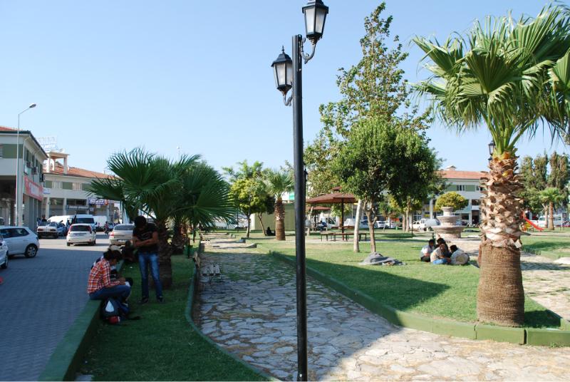 Antakya, a buszállomás melletti park.