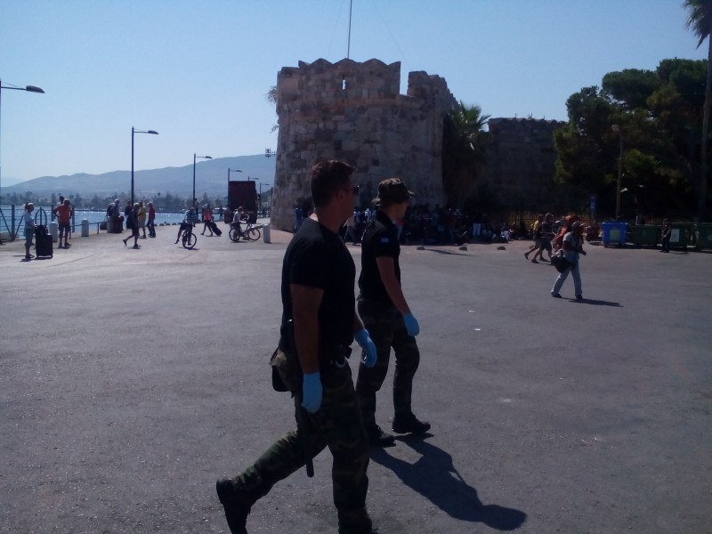 Görög rendőrök Kos szigetén.