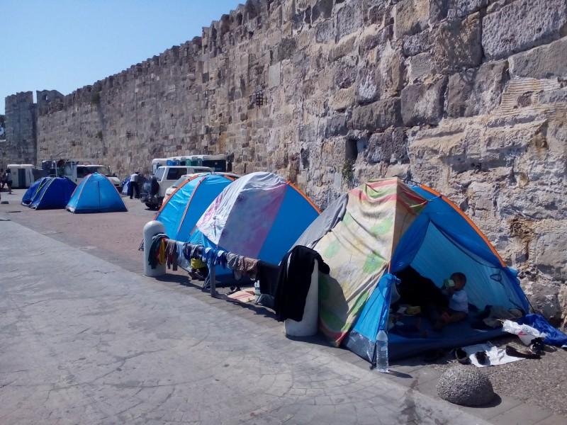 Menekültek sátrai Kos szigetén.