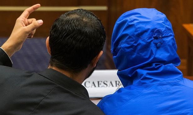A kék kapucnis dzsekivel álcázott Caesar az amerikai képviselőház külügyi bizottsága előtt. Fotó: Jonathan Ernst/Reuters