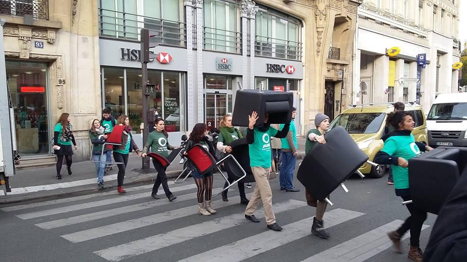 Állampolgári székelkobzó akció egy HSBC fiókban.