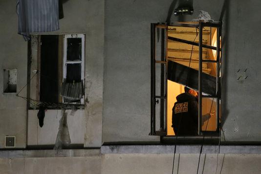 """Egy nyomozó a """"konspiratív lakásban""""; Fotó: Gonzalo Fuentes/Reuters"""