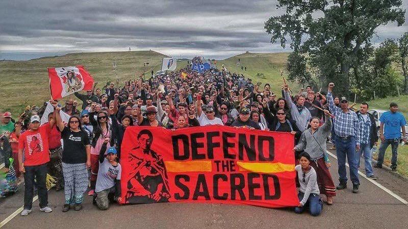Tüntetés az egykori temetkezési helyek feldúlása után szeptember elején; Fotó: Sacred Stone Camp Facebook Page