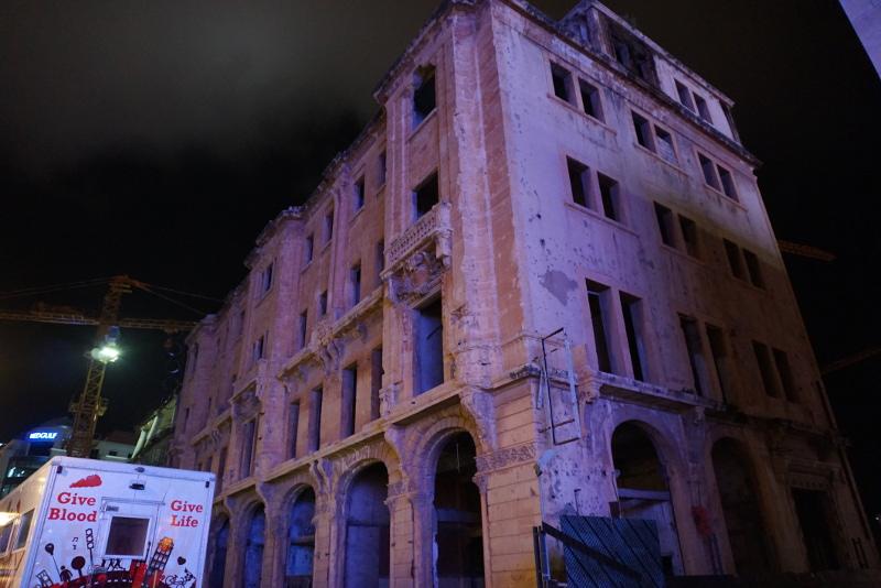 Szétlőtt épület egy, Bejrút belvárosában levő pláza mellett. Fotó: Sipos Zoltán