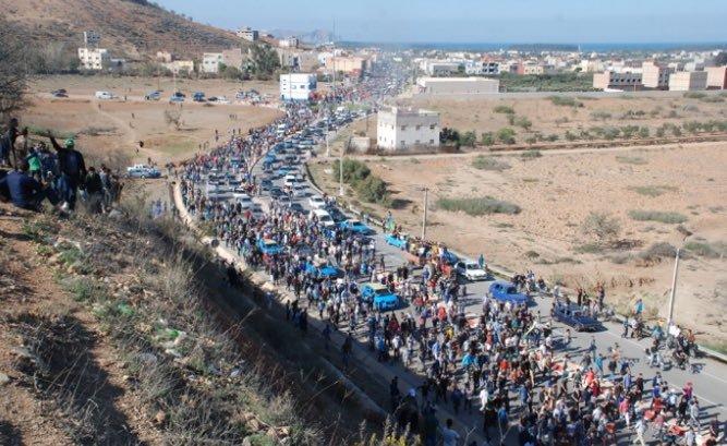 Fikri temetésén tízezrek gyűltek össze, forrás: Twitter