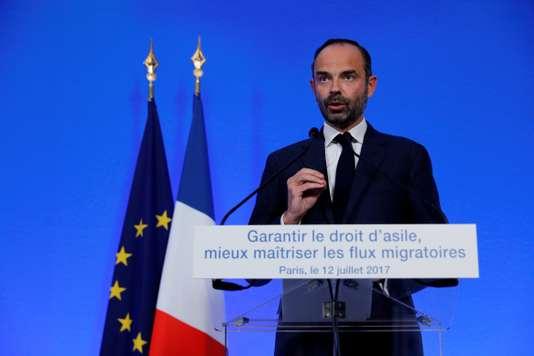 A miniszterelnök Edouard Philippe ismerteti a kormány migrációs politikáját július 12-én. Fotó: Philippe Woyazer/Reuters, forrás.