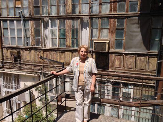 Leyla Yunus bakui lakása előtt, 2014. májusában. Fotó: DR
