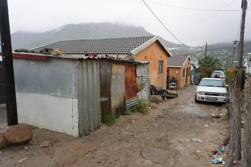 Néhány, a barakkokhoz képest kényelmesnek tűnő ház