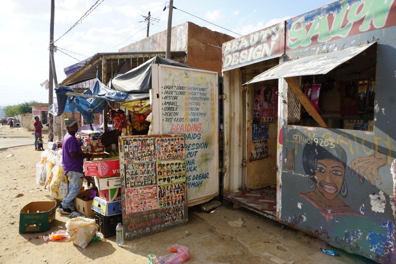 A helyi kisvállalkozóknak nem fair konkurrenciát jelentenek a közelben épülő bevásárlóközpontok