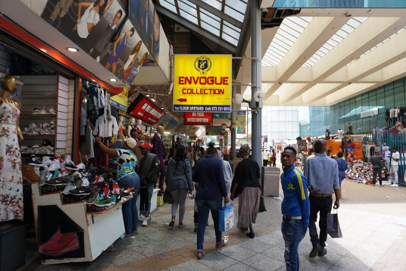 A Johannesburg központjában levő piac, tele kínai áruval