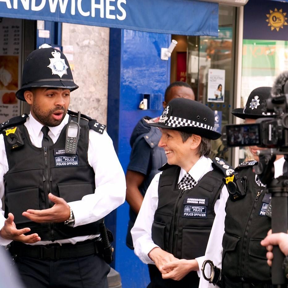 Észak-Írország kivételével a brit rendőrség tagjainak túlnyomó része nem visel lőfegyvert; Forrás: Facebook