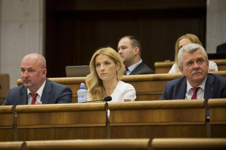 Kép: Marček (balra) 2016-os választások előtt a Szlovákia Polgárainak Pártja elnöke volt, később ez az alakult beolvadt Boris Kollár a Mi családunk mozghalmába. Később Kollár kizárta őket a párt frakciójából, mert folyamatosan másképp szavaztak. Fotó: TASR