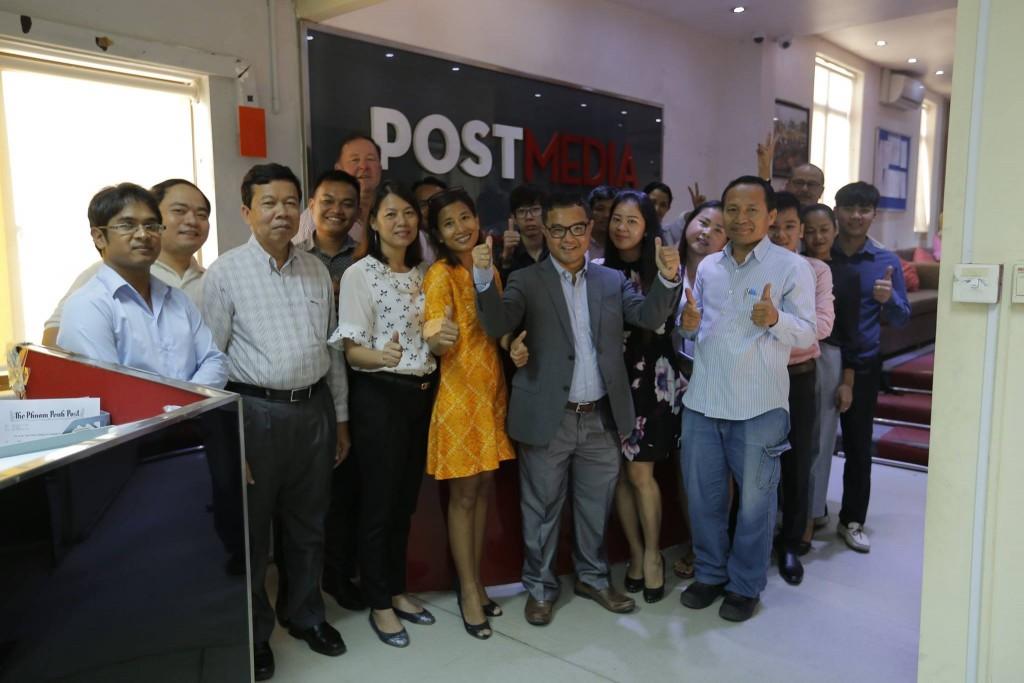 Mosolyogni kötelező? A szerkesztőségi fotó május 10-én, 15 vezető munkatárs távozása után készült. Forás: Facebook távozása