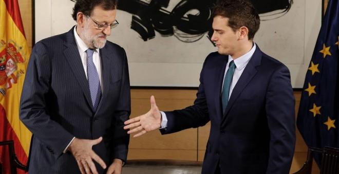 """A """"régi"""" és az """"új"""" jobboldal, Mariano Rajoy és Albert Rivera május 9-én a Kongresszus épületében egyeztettek a katalán helyzetről; fotó: EFE"""