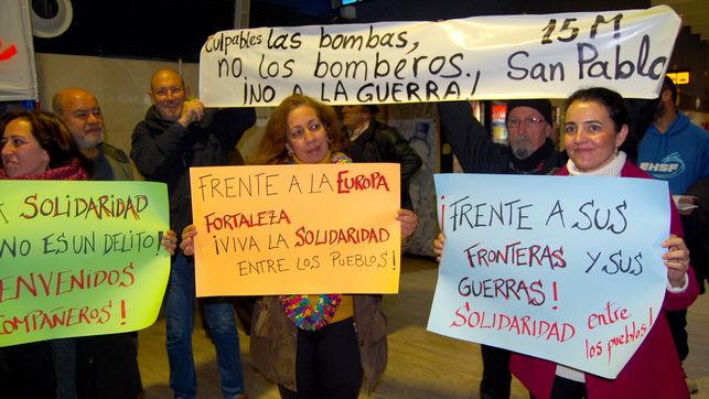 Szimpátiatüntetés 2016 januárjában a sevillai reptéren. Fotó: eldiario.es