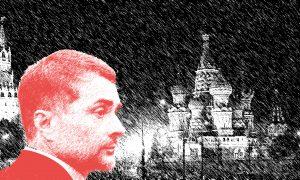 Stilizált fénykép Vladiszlav Szurkovról, háttérben Vörös tér
