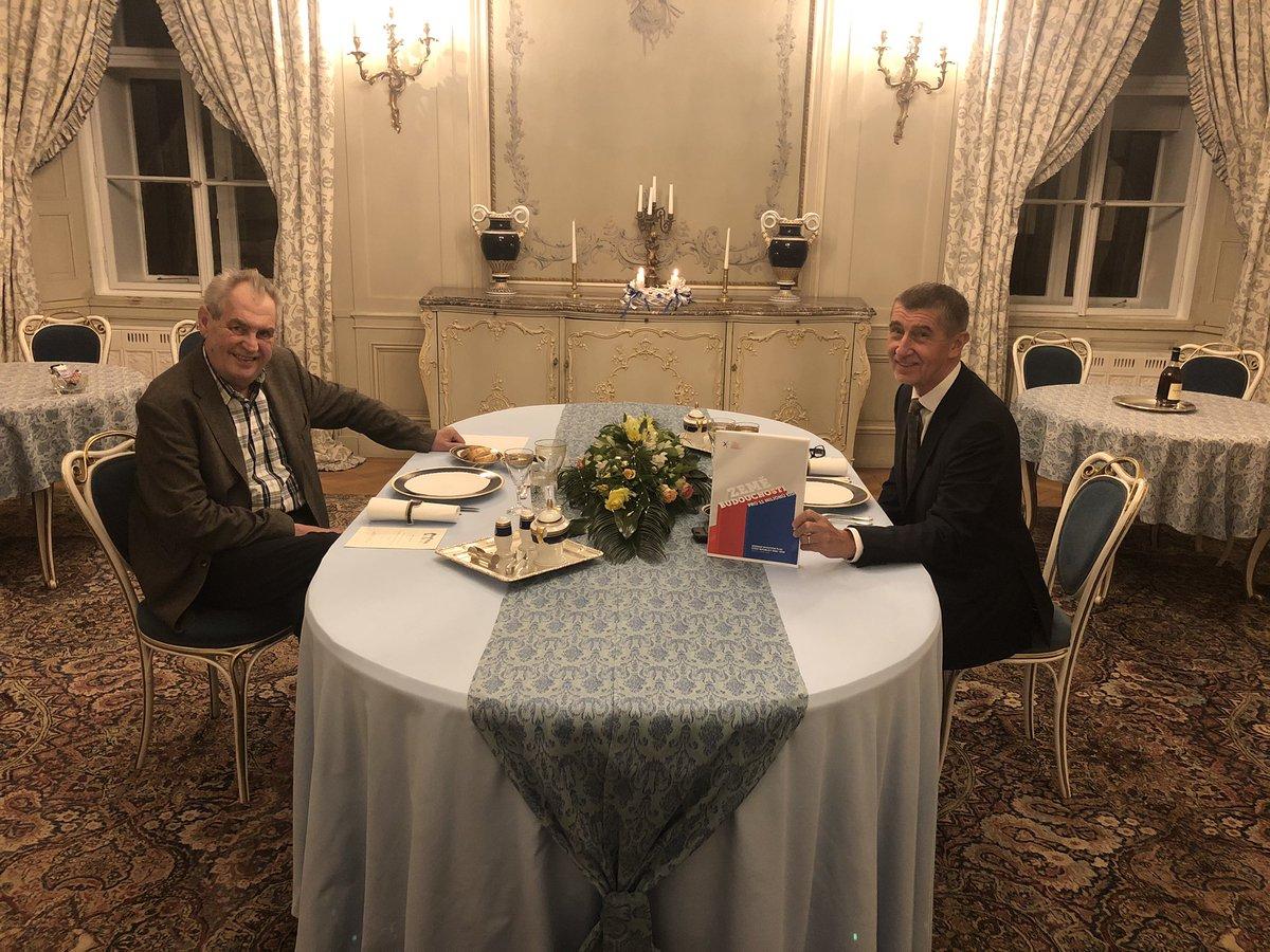 Miloš Zeman és Andrej Babiš a lányi-i rezidencián 2019 december 18-án, kedd este. Fotó: Jiří Ovčáček, a köztársasági elnök szóvivője, Twitter.