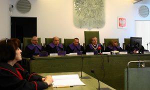 Vezető képünkön a lengyel Legfelsőbb Bíróság Fegyelmi Kamaráját látják 2019 december 23-án, amikor meghozta elsőfokú határozatát Paweł Juszczyszyn bíró ügyében. Fotó: PolsatNews.pl.