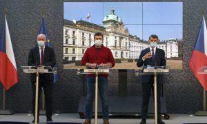 Vezető képünkön balról jobbra Roman Prymula epidemiológus, a Központi Válságstáb elnöke, Jan Hamáček belügyminiszter és Andrej Babiš miniszterelnök látható szájmaszkban a prágai Straka Akadémia épületében tartott rendkívüli sajtótájékoztatón, 2020 március 17-én délután 13 óra után. Fotó: ČTK/Krumphanzl Michal.Vezető képünkön balról jobbra Roman Prymula epidemiológus, a Központi Válságstáb elnöke, Jan Hamáček belügyminiszter és Andrej Babiš miniszterelnök látható szájmaszkban a prágai Straka Akadémia épületében tartott rendkívüli sajtótájékoztatón, 2020 március 17-én délután 13 óra után. Fotó: ČTK/Krumphanzl Michal.
