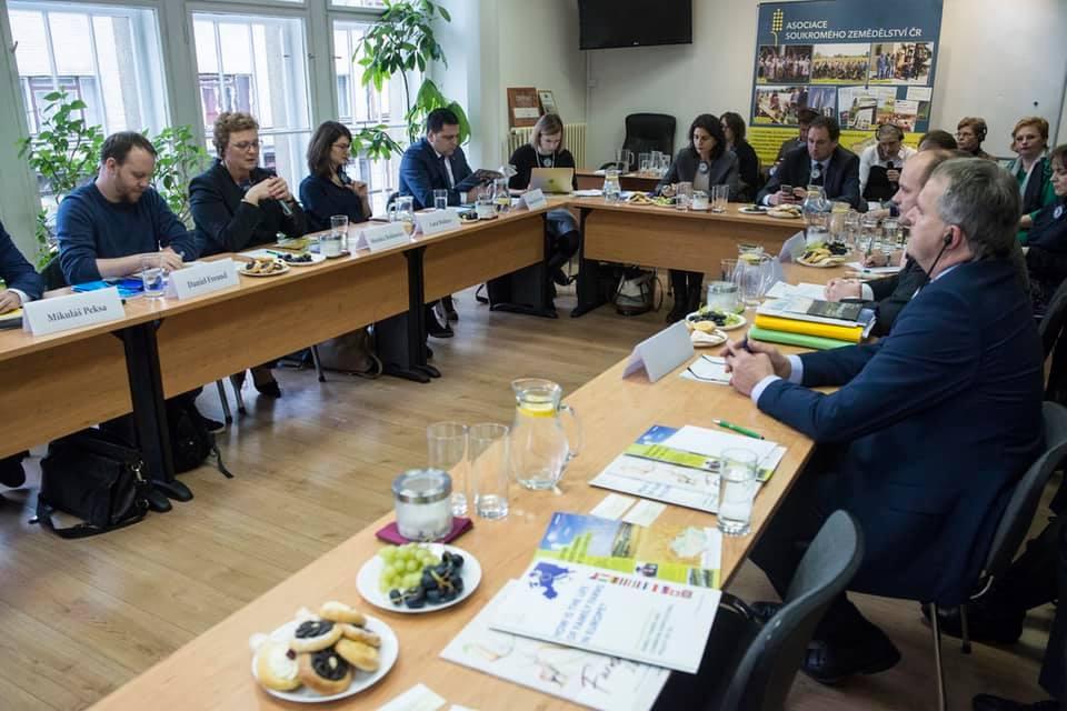 Az EB költségvetési bizottságának küldöttsége Prágában tárgyal 2020 február 27-én. Forrás: Monika Hohlmeier, Facebook