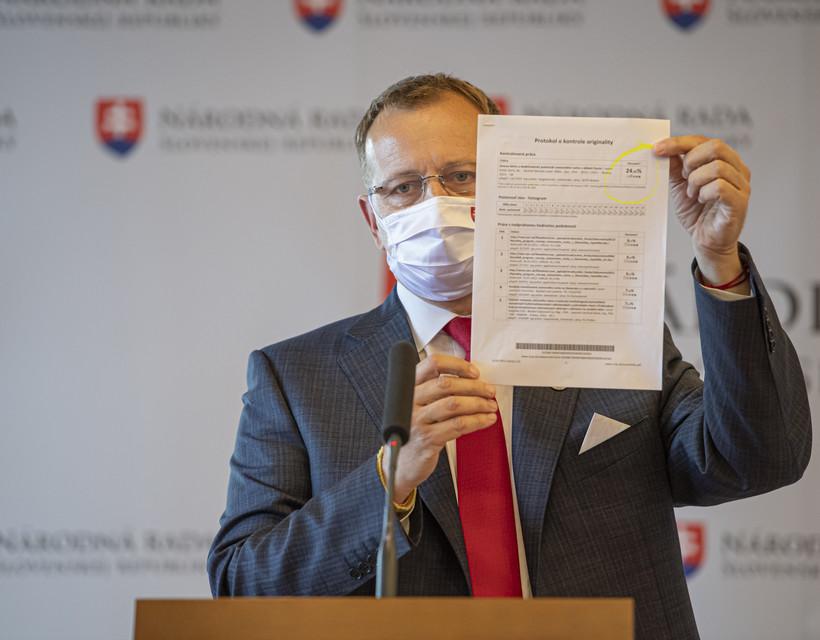 Boris Kollár elutasítja azokat az állításokat, amelyek szerint a diplomamunkája plágium, mivel az eredetvizsgálat csak 24 százalékos szövegegyezést talált dolgozatában. Kép forrása: Új szó.
