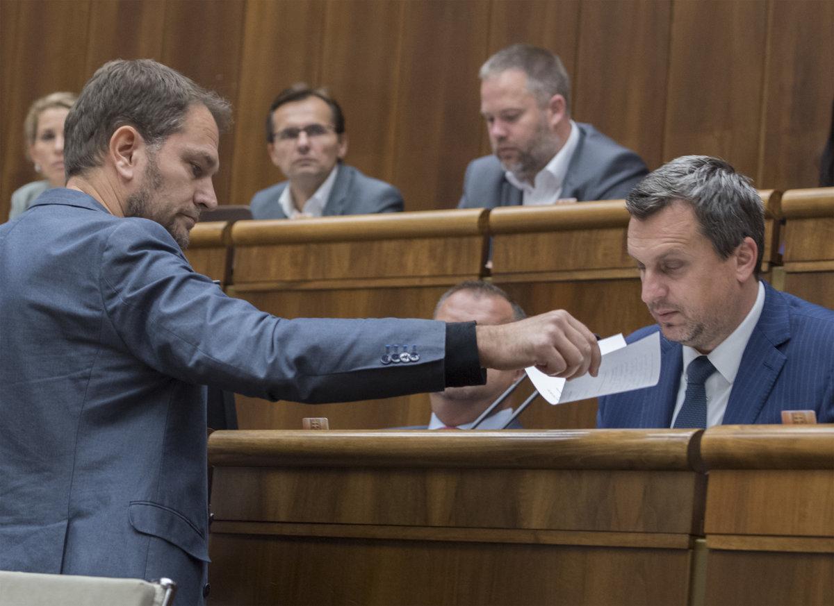 Igor Matovič parlamenti képviselő 2018 novemberében lemondásra szólította fel Danko házelnököt, aki diplomamunkájával plágiumbotrányba keveredett (Fotó: TASR).