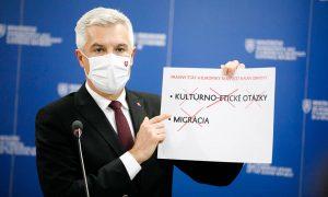 """Vezető képünkön Ivan Korčok szlovák külügyminiszter magyarázza Facebook oldalán a lengyel-magyar vétó hátterét: """"Gyakran hallanak sok hazugságot a jogállamiság kérdésében. A közbeszédben megjelentek olyan állítások, hogy a tagállamok felé elvárásokat támasztanak, de egyik sem igaz. A jogállamiság nem kulturális-etikai kérdésekről és nem a migrációról szól. Ezek ugyanis nem olyan kérdések, amelyekben egységes véleményt kellene alkotnunk, mint az EU-s alapok hozzáférésének a feltételében, a jogállamban."""" Kép forrása: Ivan Korčok, Facebook"""