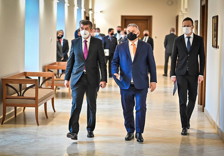 A választási vereségtől tartó cseh kormányfő budapesti látogatásán Orbán Viktor magyar miniszterelnöktől kért tájékoztatást a Sputnik V vakcinával kapcsolatos magyarországi tapaszztalatokról. Fotó: Andrej Babiš, Facebook.