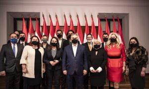 Vezető képünkön a Miniszterelnöki Sajtóiroda által közreadott képen Orbán Viktor miniszterelnök, a Fidesz elnöke (k) fogadja a Fidesz-KDNP európai parlamenti képviselõit Budapesten, a Karmelita kolostorban 2021. január 11-én. Az évindító egyeztetésen az Európa elõtt álló legfontosabb kihívásokról volt szó. MTI/Miniszterelnöki Sajtóiroda/Fischer Zoltán